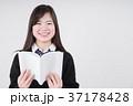 読書をする女子高生 37178428