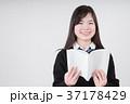 読書をする女子高生 37178429