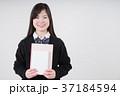 本とノートを持つ女子高生 37184594