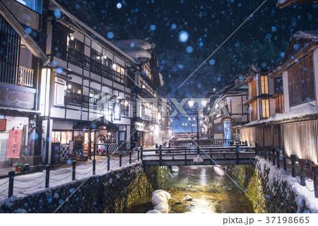 銀山温泉の雪景色 37198665