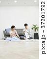 2 リビングルーム ソファの写真 37201792