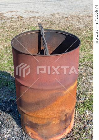 寒い日に焚火用ドラム缶 37216674