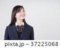 見上げる女子高生 37225068