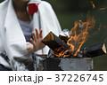 女性 焚き火 キャンプの写真 37226745