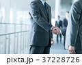握手 ビジネスマン ビジネスの写真 37228726