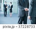 握手 ビジネスマン ビジネスの写真 37228733
