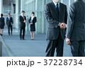 握手 ビジネスマン ビジネスの写真 37228734