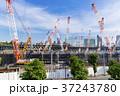 大規模建設現場のある都市風景 37243780