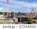 大規模建設現場のある都市風景 37244043