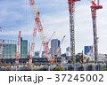 大規模建設現場のある都市風景 37245002
