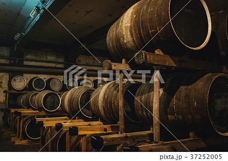 ウイスキー貯蔵所 37252005