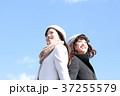 二人の若い女性 37255579