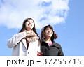 若い二人の女性 37255715