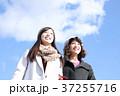 若い二人の女性 37255716