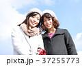 若い二人の女性 37255773