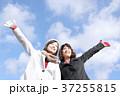 若い二人の女性 37255815