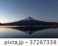 富士山 夜明け 河口湖の写真 37267338