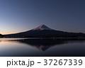 富士山 夜明け 河口湖の写真 37267339
