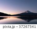 富士山 夜明け 河口湖の写真 37267341