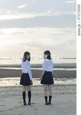 女子高生と海 37273092