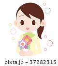お花を飾る女性 上半身 37282315