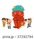 節分の日。赤鬼と楽しむ子供たちのイラスト。 37292794