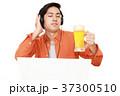 男性 人物 ヘッドフォンの写真 37300510