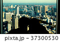 東京の景色を眺めるカップル 37300530