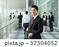 ビジネスマン ミドル スーツの写真 37304052