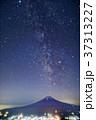 三ツ峠から見る富士山と夏の天の川 37313227