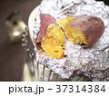 焼き芋(ストーブ、アルミホイル焼き) 37314384