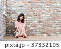 女性 若い レンガの写真 37332105