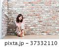 女性 若い レンガの写真 37332110