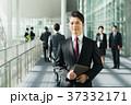 ビジネスマン ミドル スーツの写真 37332171