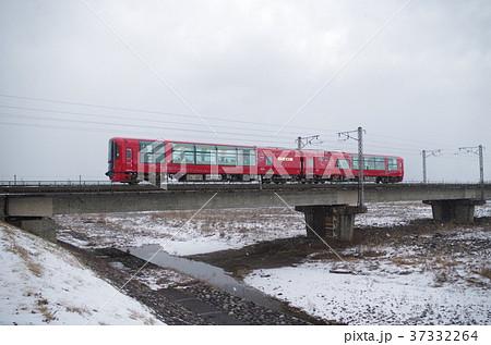 えちごトキめき鉄道 冬の姫川を渡るリゾート雪月花 37332264