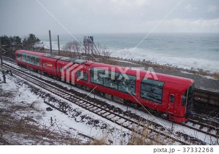 えちごトキめき鉄道 冬の日本海沿いを走るリゾート雪月花 37332268