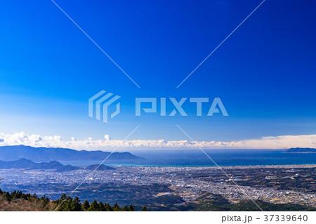 《静岡県》沼津市と駿河湾を眺める風景 37339640