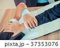 ビジネス 職業 握手の写真 37353076