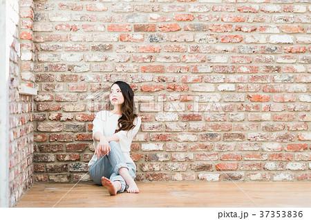 若い女性 37353836