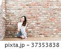 女性 煉瓦 壁の写真 37353838
