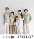 3世代家族 家族 祖父母の写真 37354137