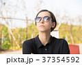 サングラス・若い女性 37354592