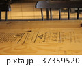 可愛い椅子とテーブル 37359520