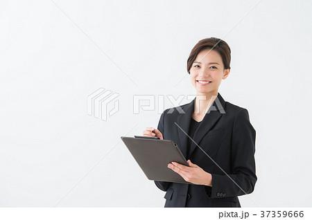 スーツ姿の女性 20代 37359666
