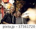 女性 夜 観光の写真 37361720
