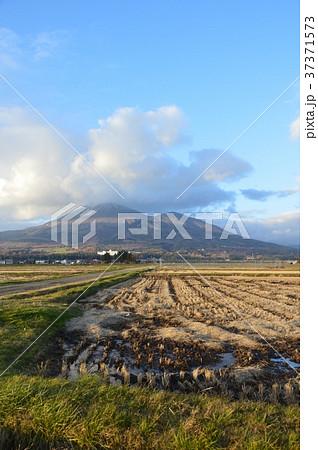 南側から眺めた「磐梯山」(福島...