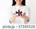 ギフト プレゼント 女性の写真 37383526