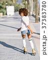 ローラーブレード 女 女の人の写真 37383780