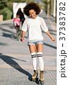 ローラーブレード 女 女の人の写真 37383782