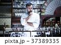 レストランに立つシェフ 37389335
